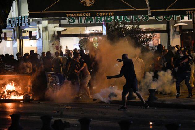 Ο Τσίπρας στο Βελλίδειο για τα εγκαίνια της ΔΕΘ και απ έξω διαδηλώσεις εργαζομένων και επεισόδια στο
