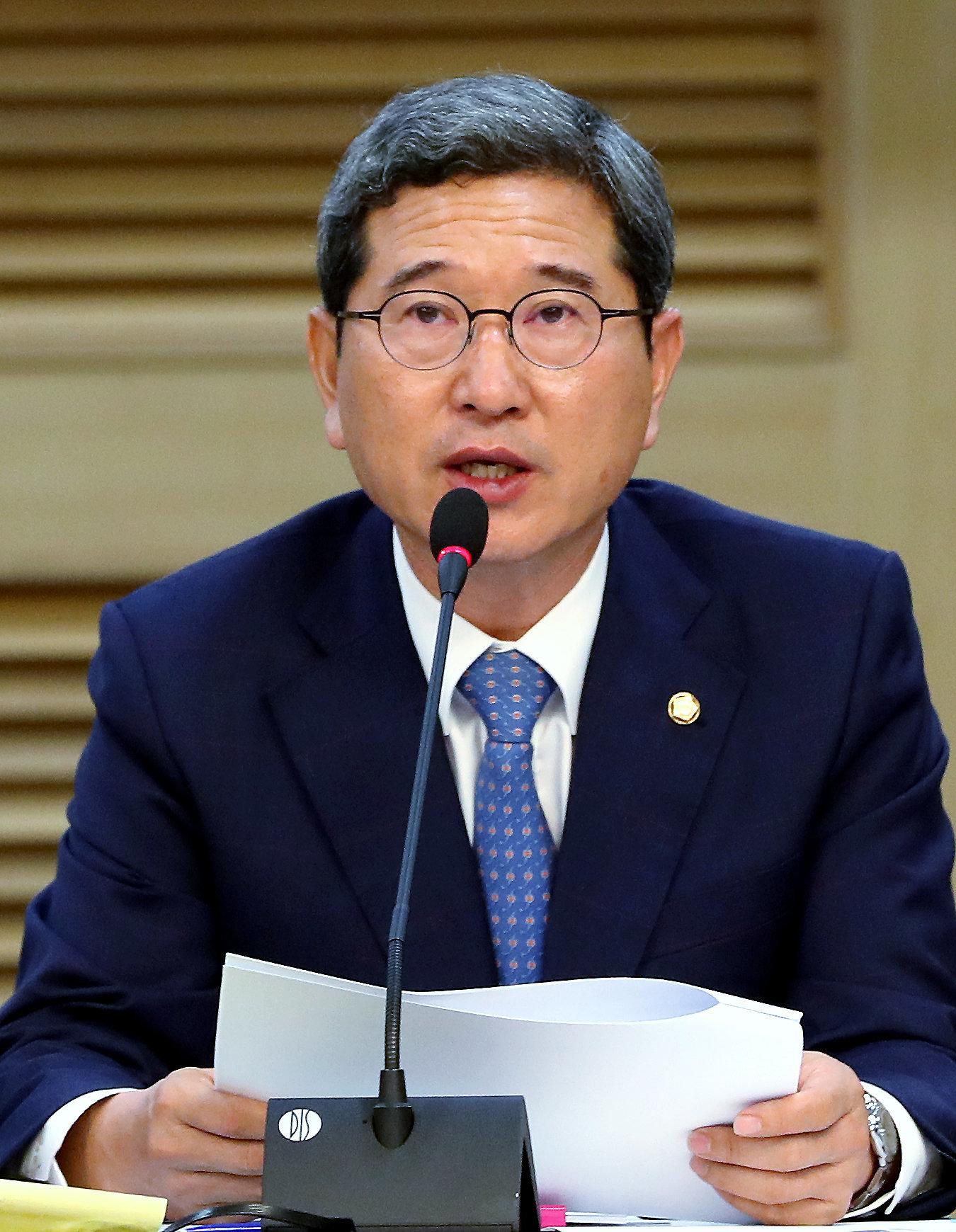 자유한국당 김학용 의원의 저출산 원인 진단에 모두가