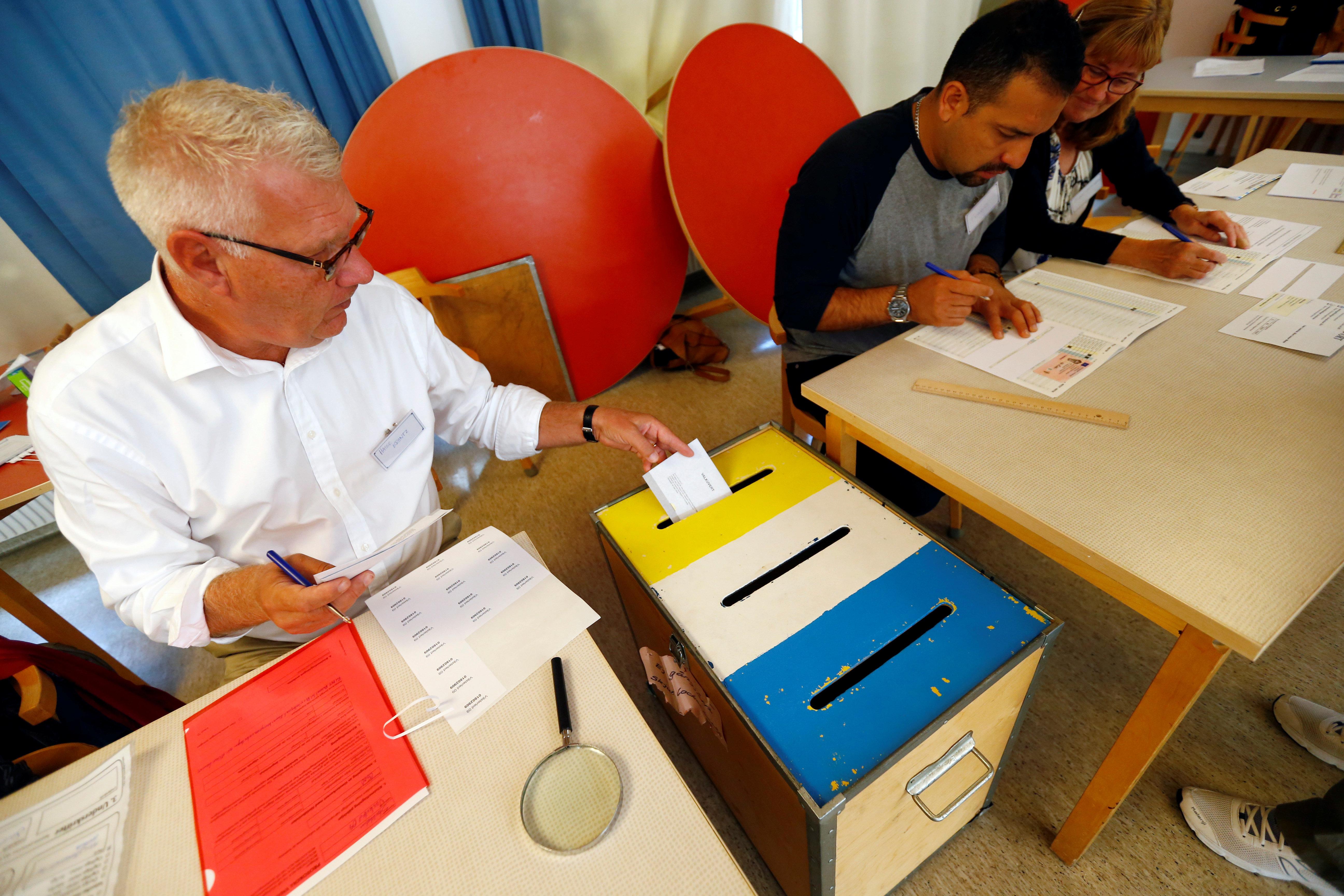 Εκλογές στη Σουηδία: Αμφίρροπο θεωρείται το αποτέλεσμα. Ανησυχία για την ενδυνάμωση της άκρας