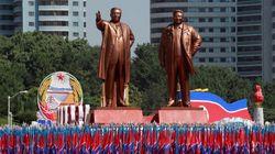 Πλαστικά λουλούδια, ουρλιαχτά αγάπης και τανκς στη Βόρεια Κορέα -Ο Κιμ Γιονγκ Ουν γιόρτασε την 70η επέτειο του