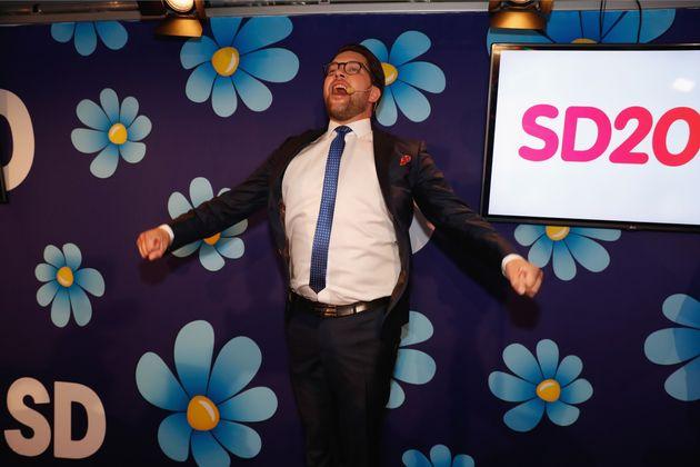 극우 스웨덴민주당 대표임미 오케손이 9일 총선 출구조사 결과 발표 직후 지지자들 앞에서 연설하는
