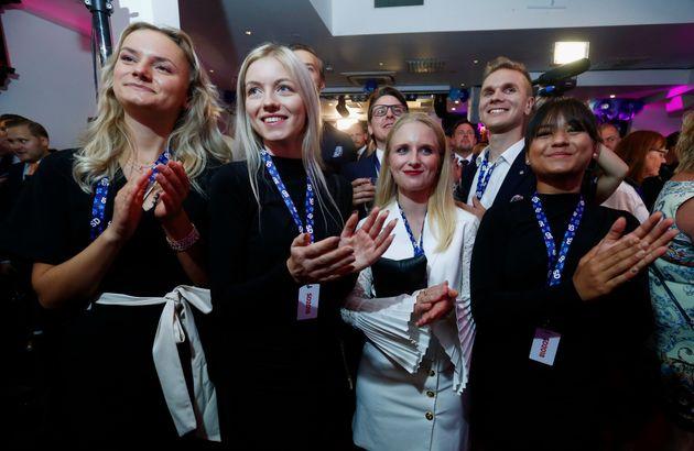 극우 스웨덴민주당 지지자들이 9일 총선 출구조사 결과를 지켜보는