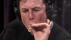 일론 머스크가 한 팟캐스트에 출연해 거대한 대마초를
