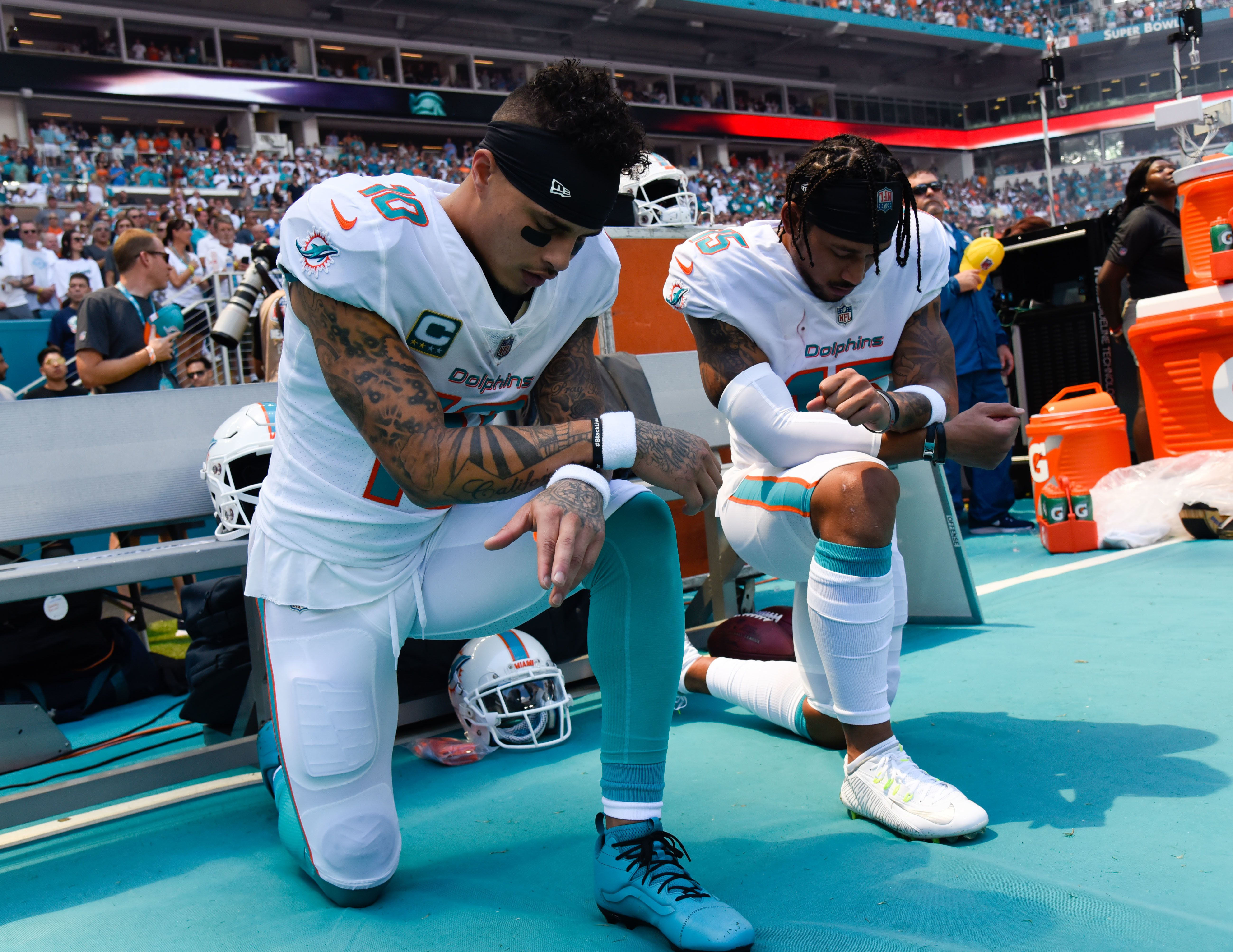 NFL이 개막했고, '무릎꿇기' 시위도 다시
