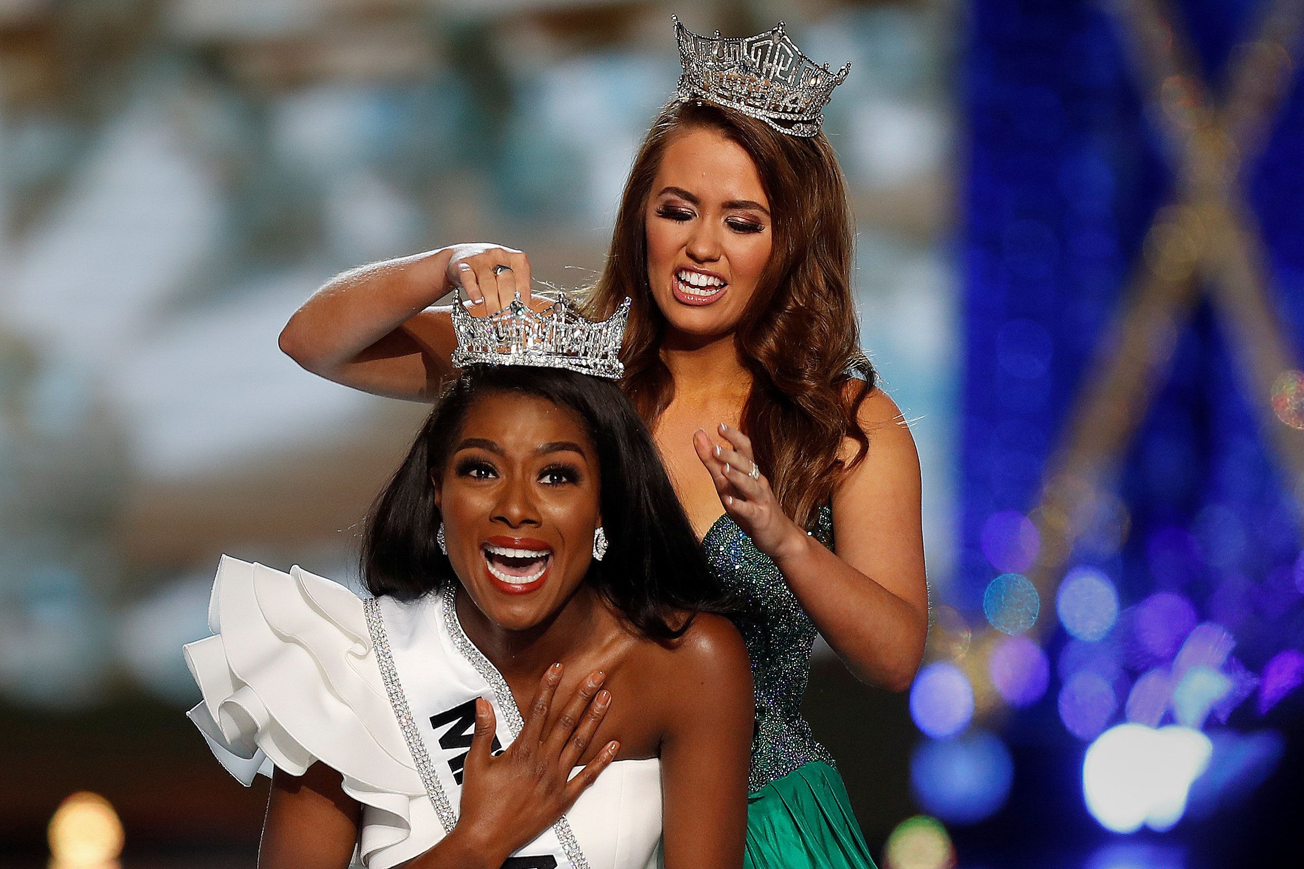 Miss New York Nia Imani Franklin has the tiara put on her by outgoing Miss America Cara Mund on stage in Atlantic City, New Jersey, U.S., September 9, 2018. REUTERS/Carlo Allegri      TPX IMAGES OF THE DAY