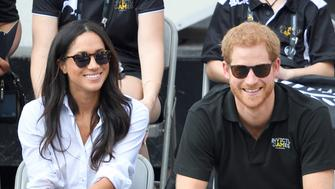 TORONTO, ON - SEPTEMBER 25:  Meghan Markle and Prince Harry attend the Wheelchair Tennis on day 3 of the Invictus Games Toronto 2017 at Nathan Philips Square on September 25, 2017 in Toronto, Canada.  The Games use the power of sport to inspire recovery, support rehabilitation and generate a wider understanding and respect for the Armed Forces.  (Photo by Karwai Tang/WireImage)