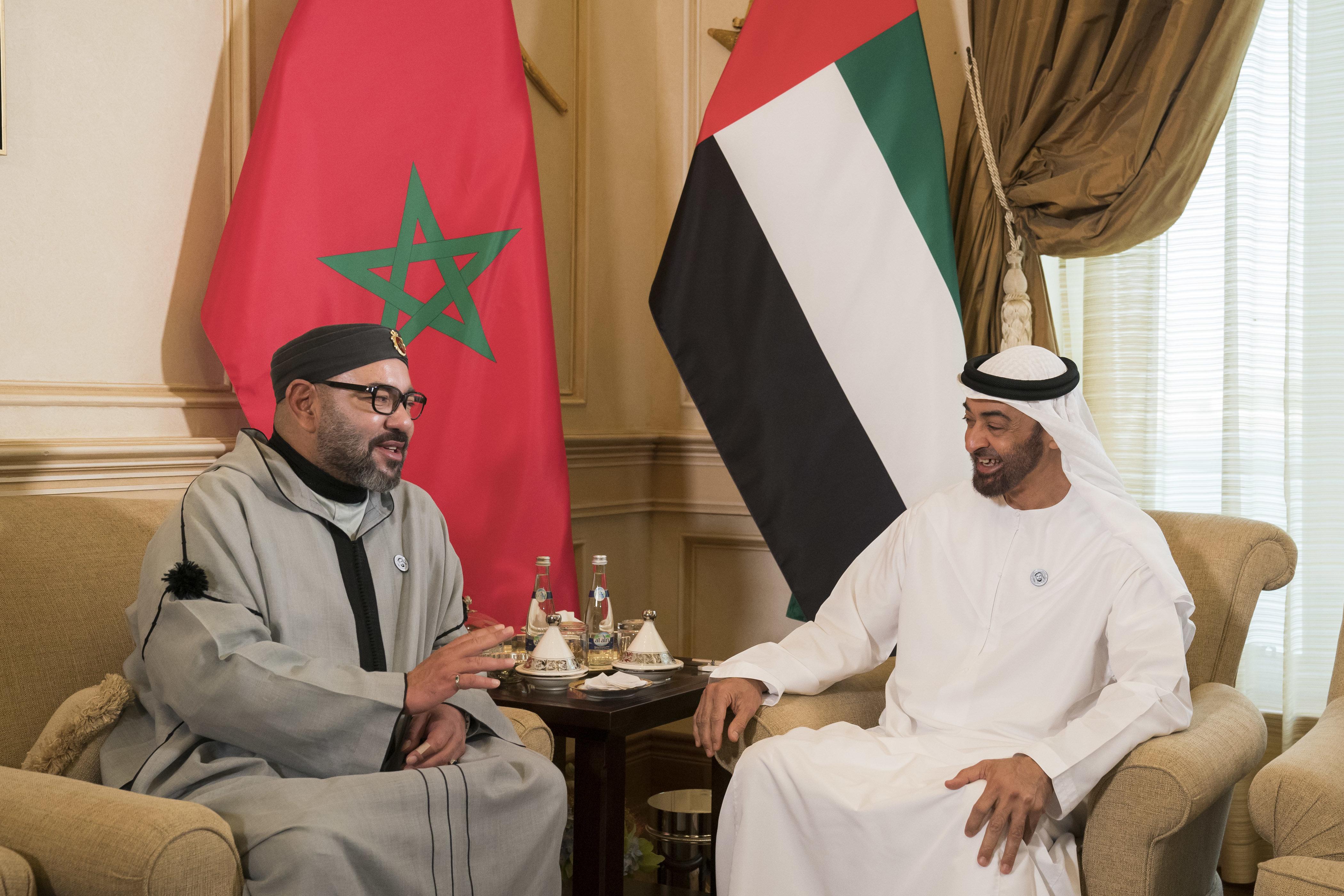 De retour aux Émirats arabes unis, le roi Mohammed VI assiste au Conseil de Cheikh Mohamed Ben Zayed...