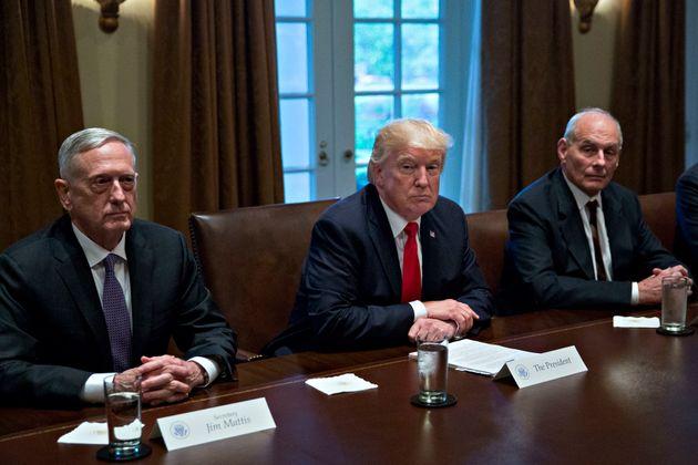 '트럼프 조롱한 적 없다'는 측근들의 해명을 밥 우드워드가