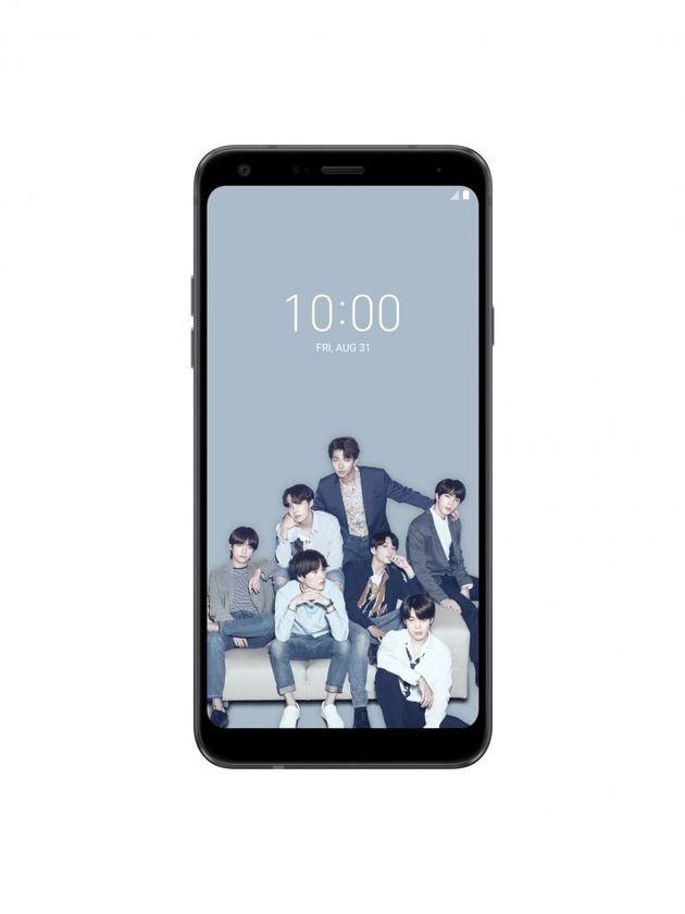 한정판으로 출시된 LG 방탄폰은 BTS로 가득차