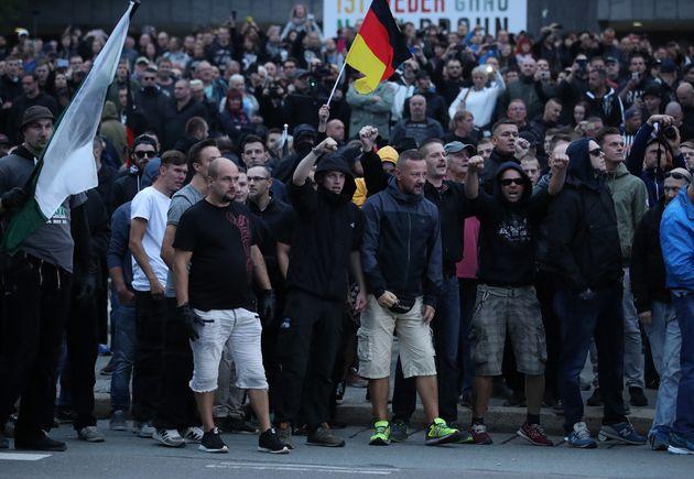 독일 극우정당이 정말 끔찍한 인종차별적 선거 포스터를