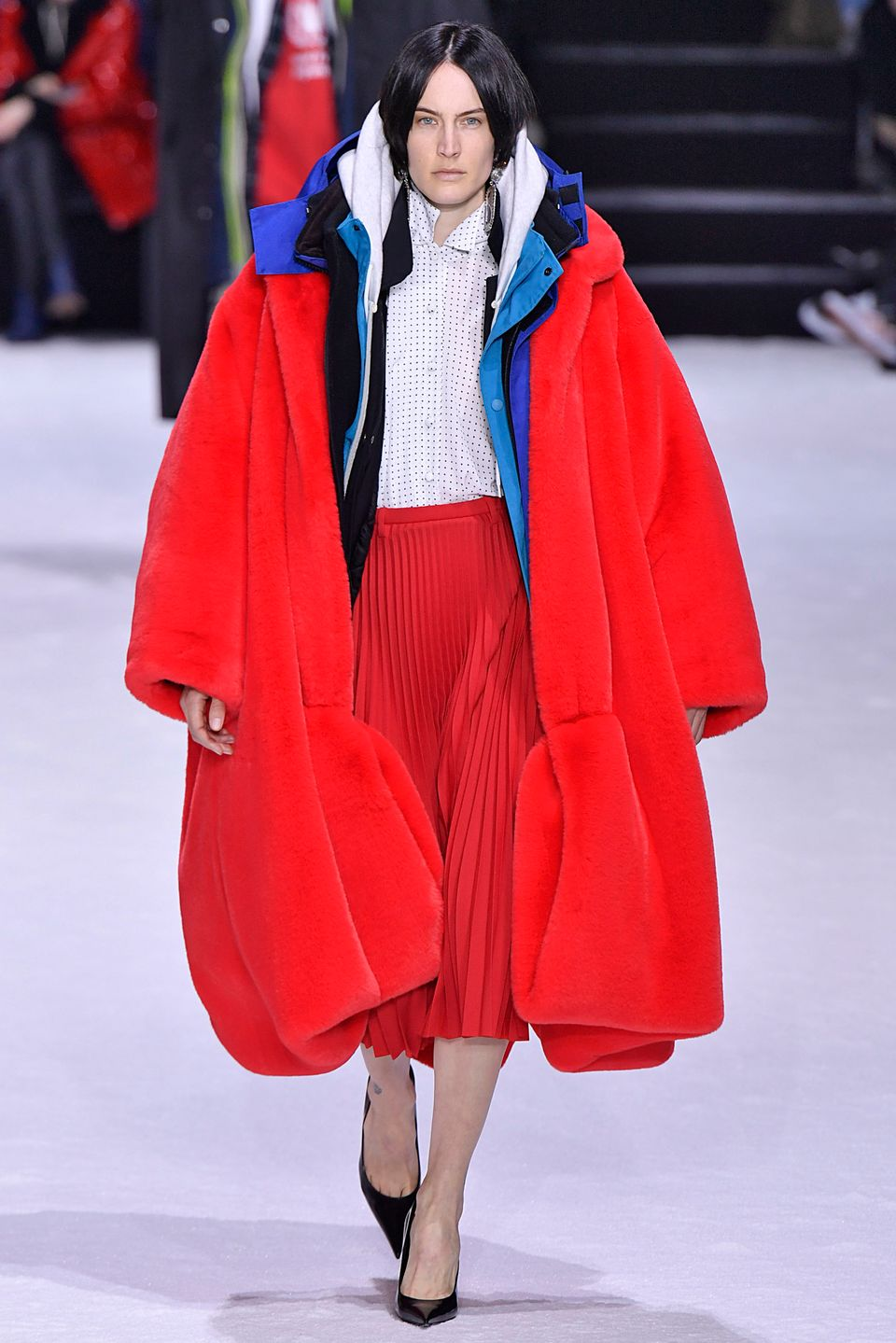 92c2c8a1 Ridiculously Oversized Coats Are Fall 2018's Comfiest Trend ...