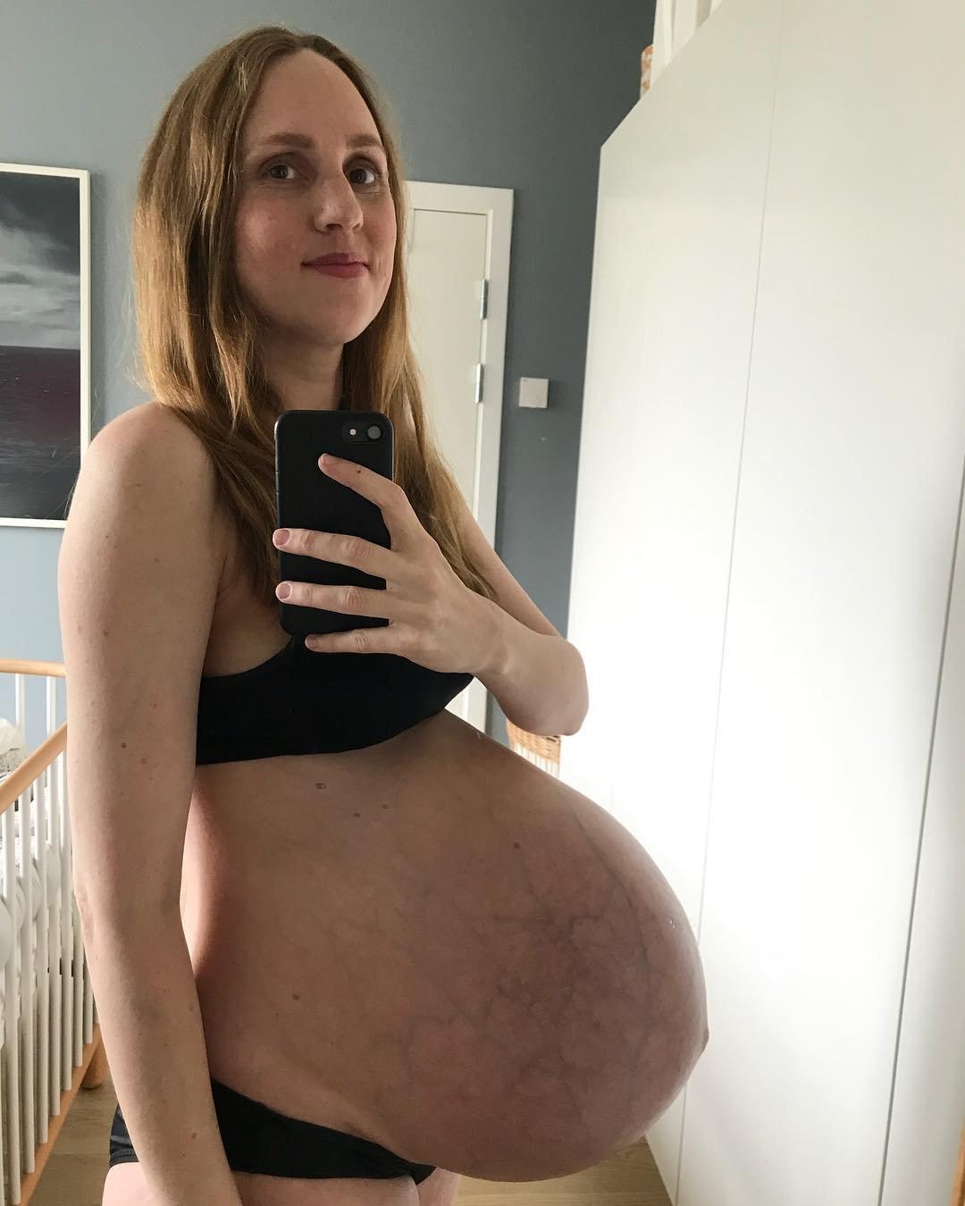 Erratet ihr, wie viele Babys in diesem Bauch sind?