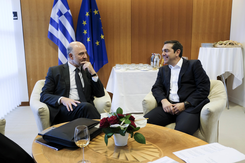 Μοσκοβισί σε Τσίπρα: Η Ελλάδα έχει το ίδιο πλαίσιο εποπτείας με Κύπρο, Ιρλανδία και
