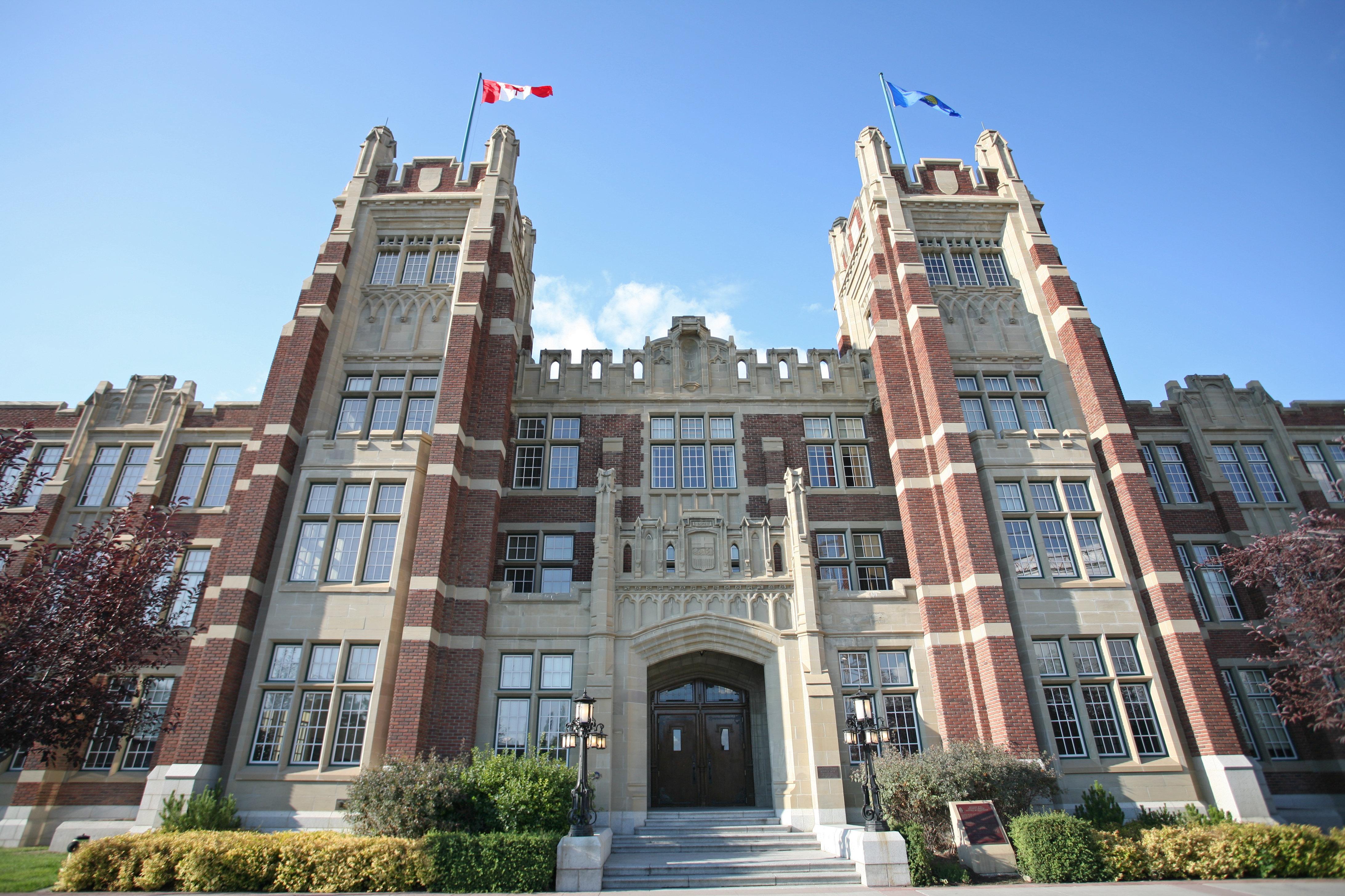 Il écrit aux 247 Nicole de l'Université de Calgary pour retrouver son âme