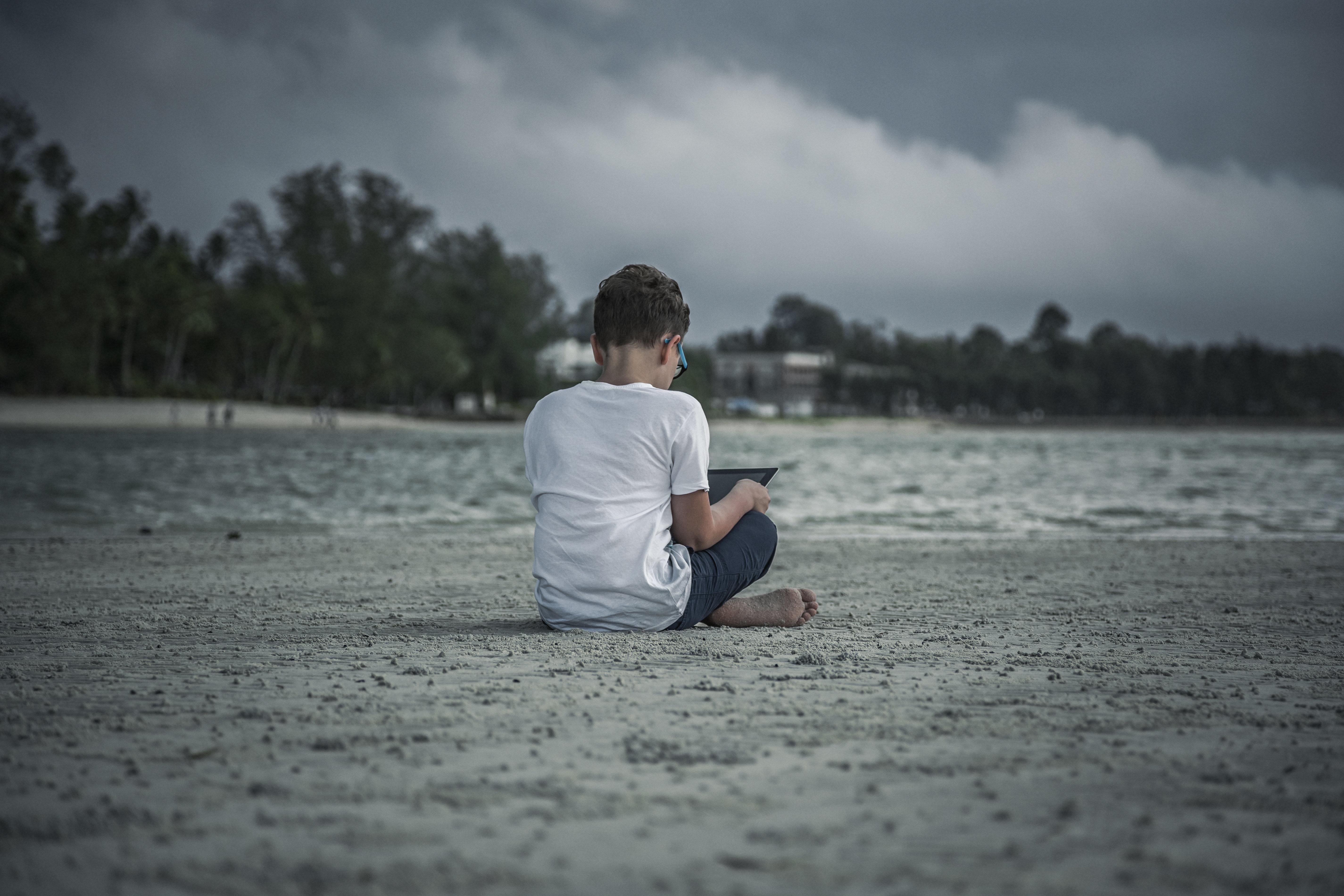 Εσείς ξέρετε τι βλέπουν τα παιδιά σας στο ίντερνετ; Μια έρευνα έρχεται να σας διαφωτίσει