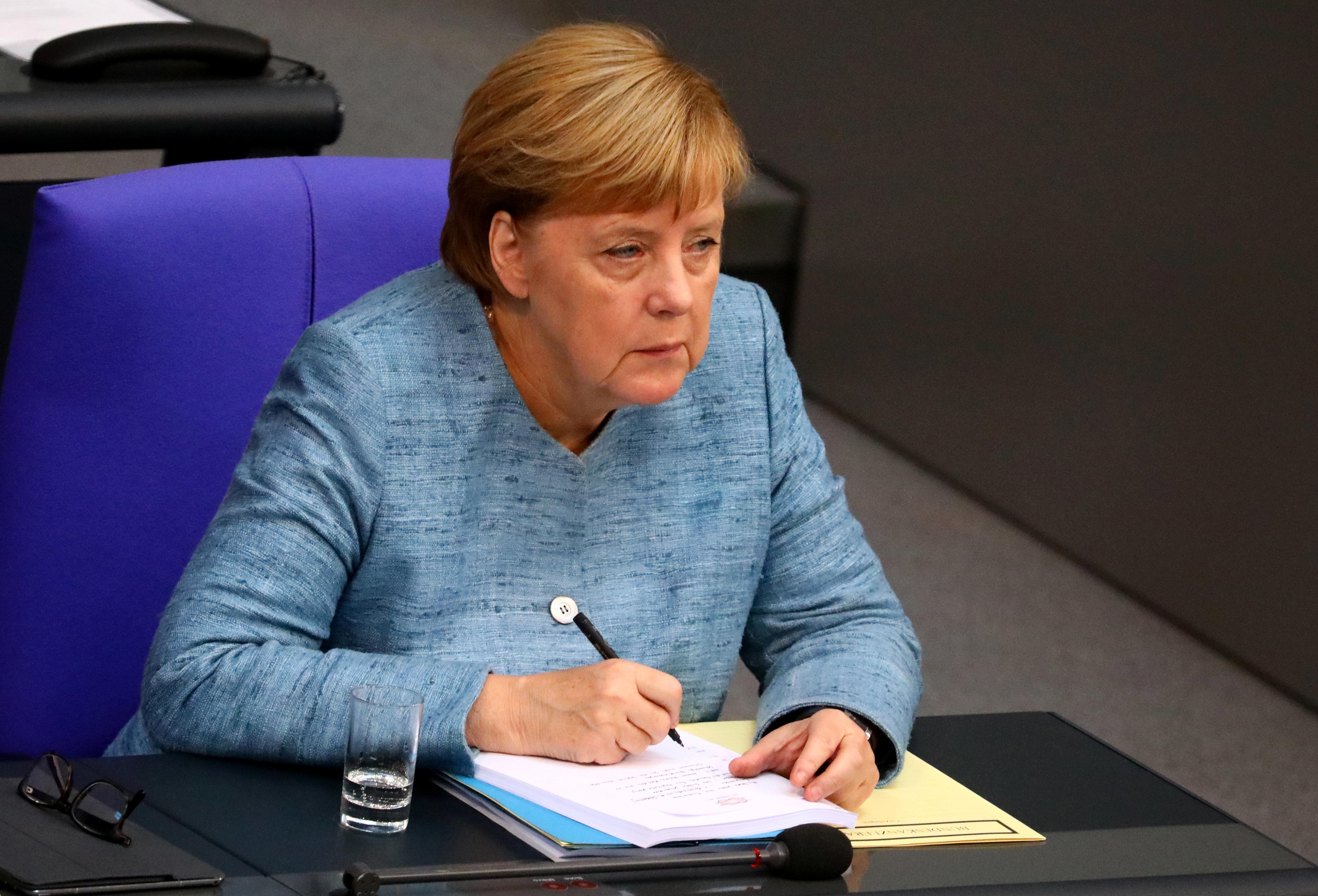 Η Μέρκελ δεν αποκλείει συμμετοχή της Γερμανίας σε πλήγματα στη