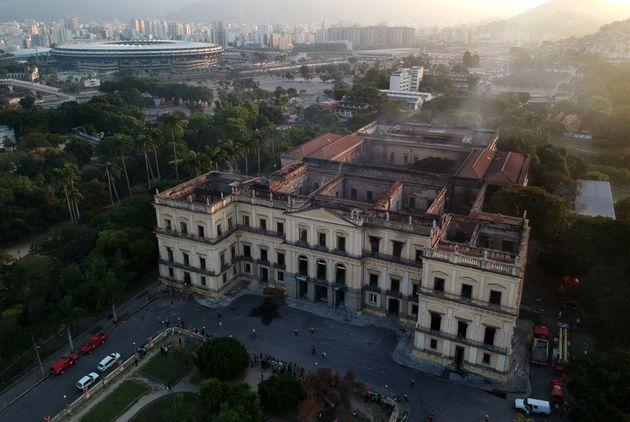 «Πόσοι κόσμοι χάθηκαν...»: Όλη η γνώση για τους ιθαγενείς έγινε στάχτη στο Εθνικό Μουσείο της Βραζιλίας,...