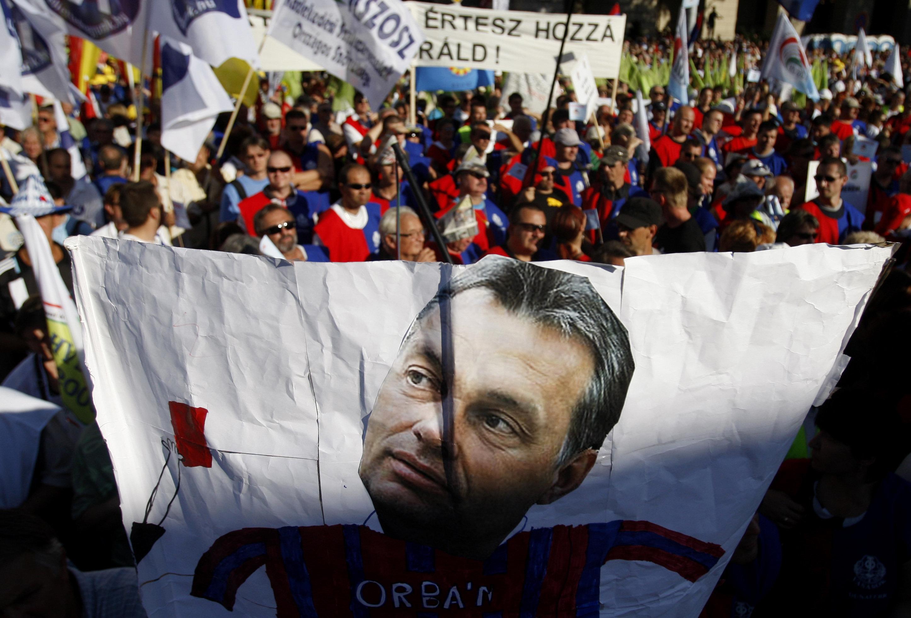 Βίκτορ Όρμπαν: Ποιος είναι ο άνθρωπος που πιστεύει ότι η Ευρώπη δέχεται εισβολή;