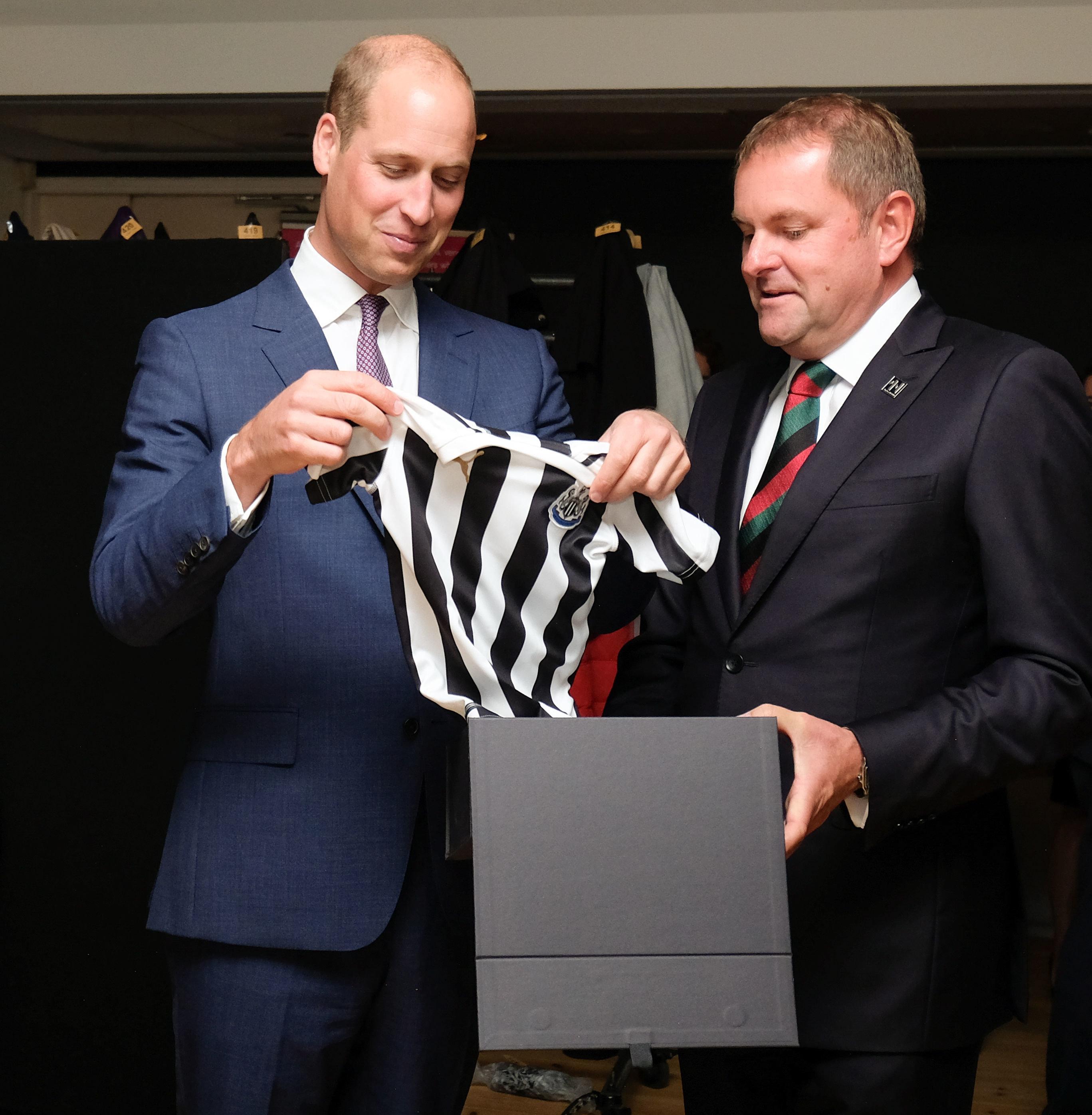 Prinz William erhält Geschenk für George – und reagiert mit Augenrollen