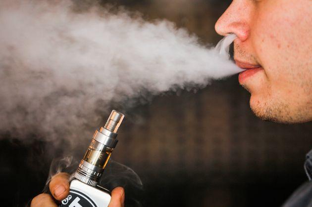 ΗΠΑ: Εθισμένοι στα ηλεκτρονικά τσιγάρα οι έφηβοι -Τα μέτρα του FDA για την