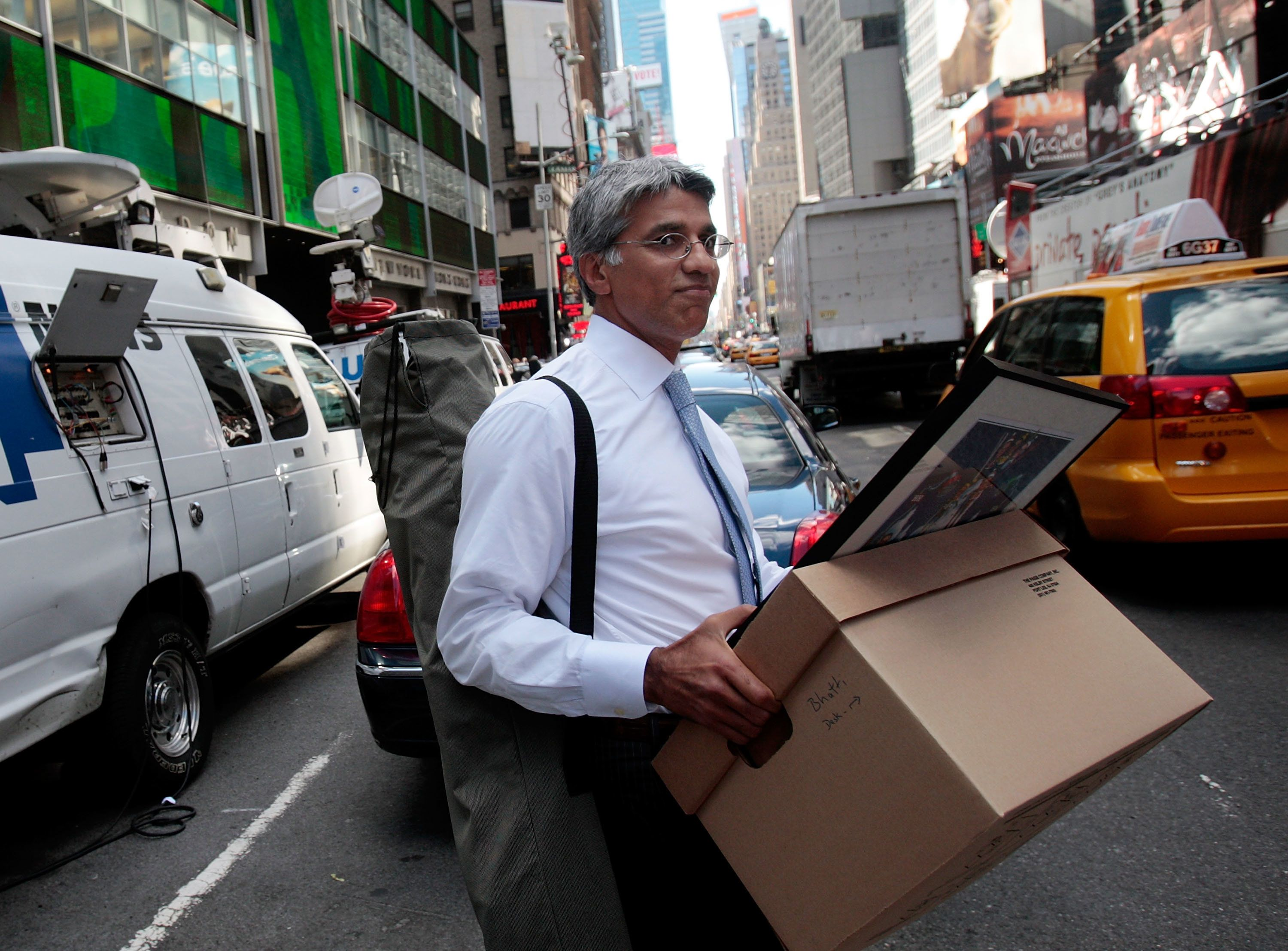 NEW YORK - SEPTEMBER 15:  An employee of Lehman Brothers Holdings Inc. carries a box out of the company's headquarters building (background) September 15, 2008 in New York City.  Lehman Brothers filed a Chapter 11 bankruptcy petition in U.S. Bankruptcy Court after attempts to rescue the storied financial firm failed.  (Photo by Chris Hondros/Getty Images)
