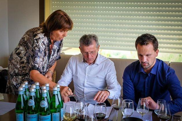 Michèle Chantôme, Serge Dubs et Thierry Collard, membres du jury en pleine correction des