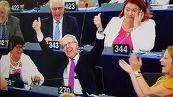 H EΕ οριοθετεί την ελευθερία στο διαδίκτυο και το Twitter