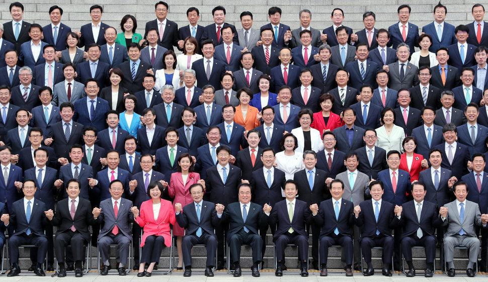 국회의원직은 4년 임기 계약직 공무원들의 것이