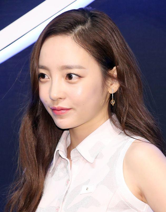 카라 출신 가수 구하라가 '남자친구 폭행 혐의'로 경찰 조사