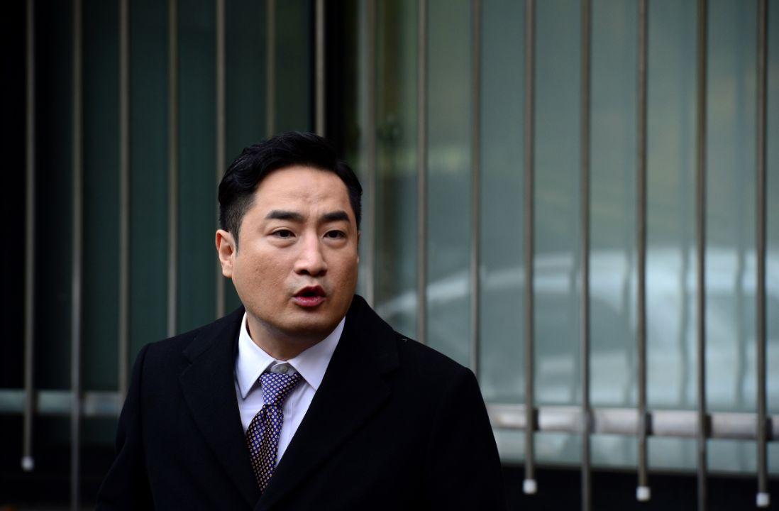 '사문서 위조' 혐의 징역2년 구형받은 강용석이 김부선 변호