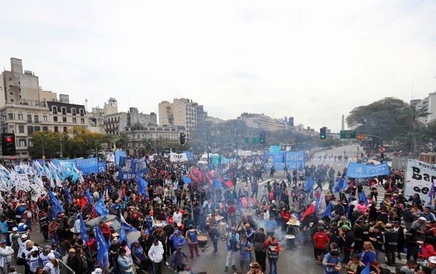 Εντείνονται οι διαδηλώσεις στην Αργεντινή, εξαιτίας των μέτρων