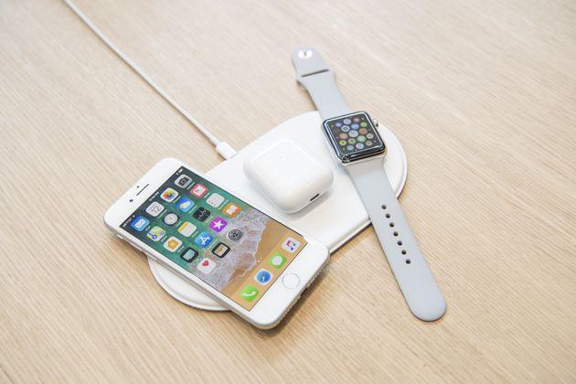 애플이 1년 전에 공개한 무선충전패드 '에어파워'는 어디