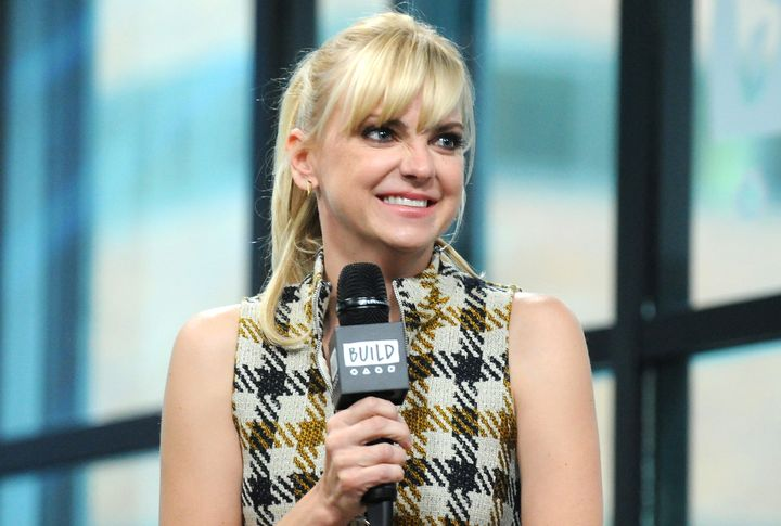 Anna Faris knows a (funny) thing or two about cooking with kids.
