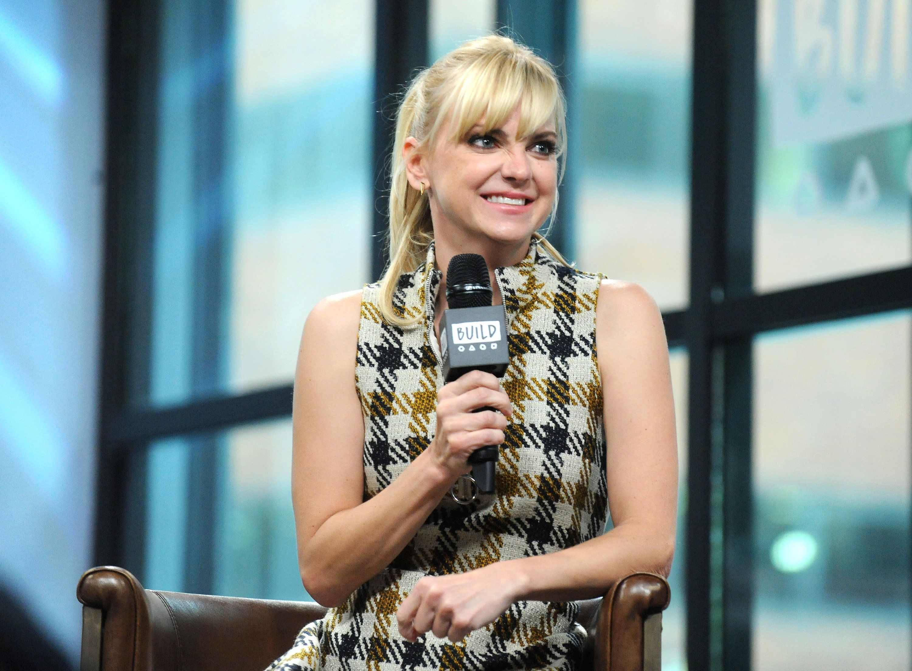 NEW YORK, NY - OCTOBER 23:  Actress Anna Faris visits Build to discuss her podcast 'Unqualified' at Build Studio on October 23, 2017 in New York City.  (Photo by Desiree Navarro/WireImage)