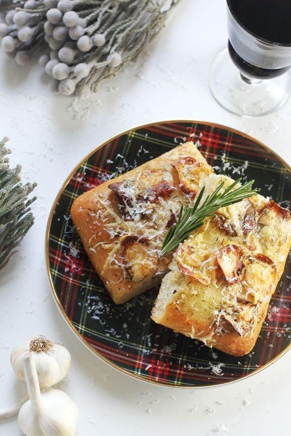 "<strong>Get the<a href=""http://jjbegonia.com/2014/11/13/potato-pizza-recipe/"" target=""_blank"">Potato, Dill & Rosemary Pizza r"