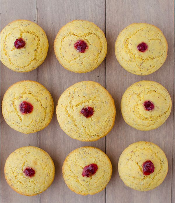 "<strong>Get the<a href=""http://delishknowledge.com/vegan-cranberry-corn-muffins/"" target=""_blank"">Vegan Cranberry Cornbread M"