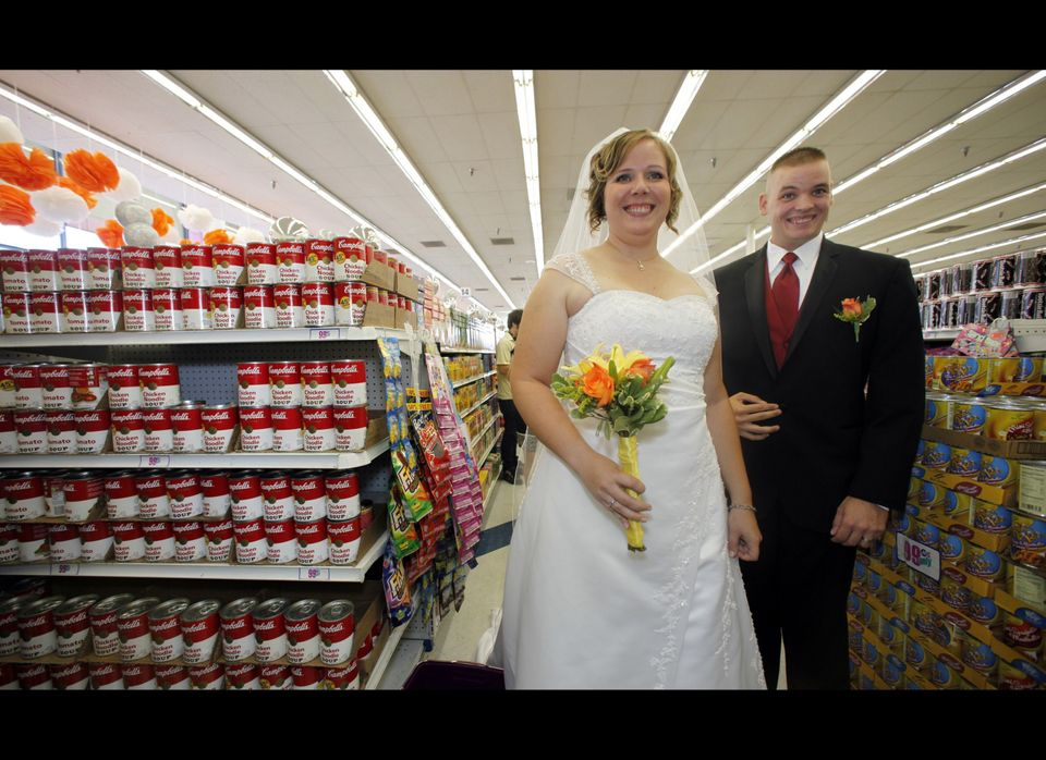 """<a href=""""http://blogs.laweekly.com/informer/2009/09/99_cent_only_wedding.php"""" target=""""_hplink"""">A 99 Cents Only Store in Holly"""