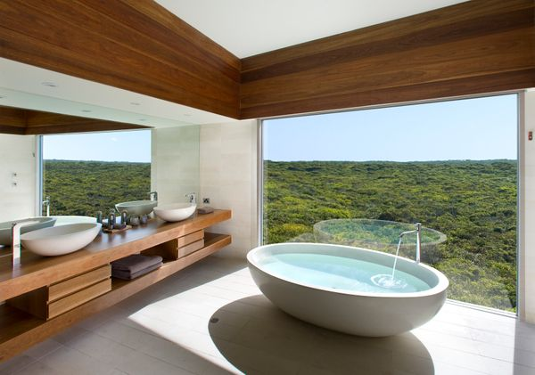 Bathroom experiences don't get much more tranquil than this. South Ocean Lodge sits on a secluded cliff overlooking a rugged