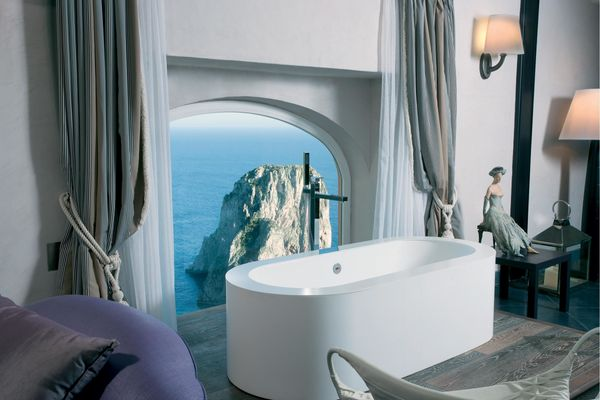 Another bath, another jaw-dropping view of crystal blue waters and staggering rock formations. This one is The Art Suite at C