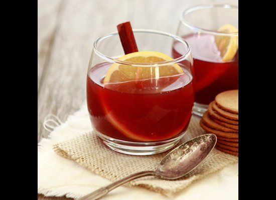 "<strong>Get the <a href=""http://www.goodlifeeats.com/2011/11/spiced-pomegranate-apple-cider.html"" target=""_hplink"">Spiced Pom"