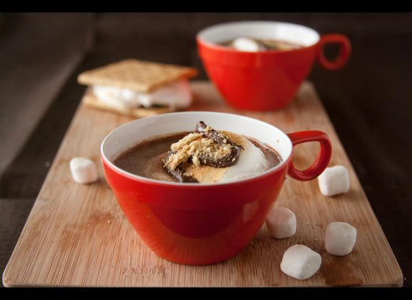 "<strong>Get the <a href=""http://www.chocolatemoosey.com/2012/10/14/smores-hot-cocoa-for-sundaysupper-comfort-food/"" target=""_"