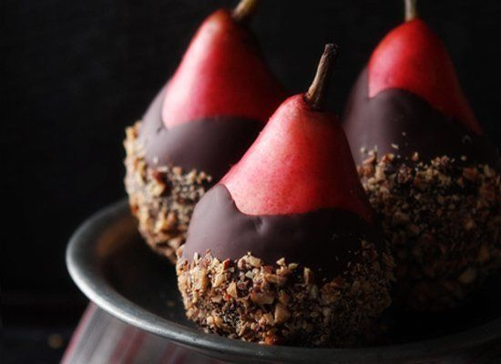 """<strong>Get the <a href=""""http://www.bakersroyale.com/fruit/chocolate-dipped-pears-with-almond-crunch/"""" target=""""_hplink"""">Choco"""