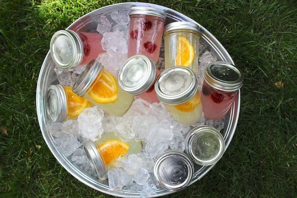 """Make cocktails before the party starts and store them in <a href=""""http://thechicsite.com/2013/05/17/ready-made-cocktails/"""" ta"""
