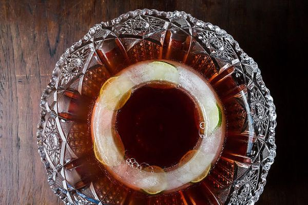 """<a href=""""http://food52.com/blog/11663-how-to-diy-an-ice-ring-for-punch"""" target=""""_blank"""">A great solution to dealing with the"""