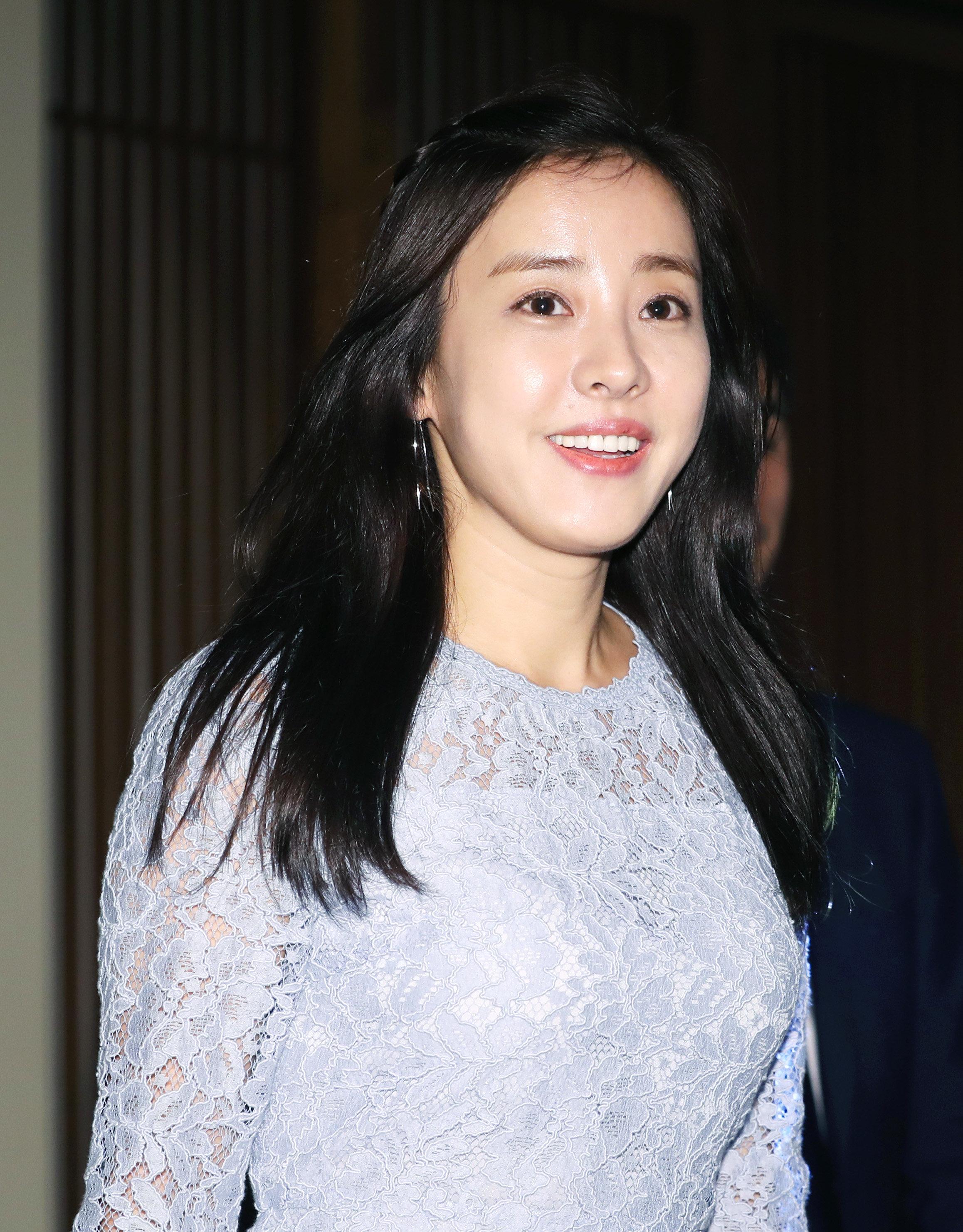 배우 박은혜가 11년 만에 이혼했다고 밝혔다 (공식 입장