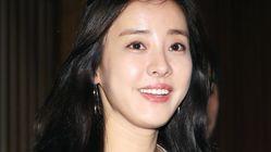 배우 박은혜가 11년 만에 이혼했다고 밝혔다