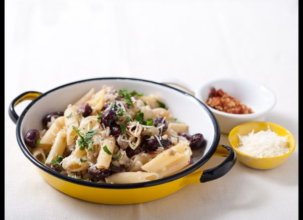 "<strong>Get the <a href=""http://www.huffingtonpost.com/2011/10/27/penne-with-cauliflower_n_1057338.html"" target=""_hplink"">Pen"