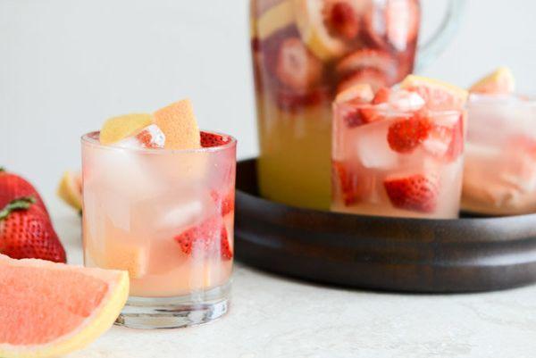 "<strong>Get the <a href=""http://www.howsweeteats.com/2013/03/sparkling-grapefruit-sangria/"" target=""_blank"">Sparkling Grapefr"