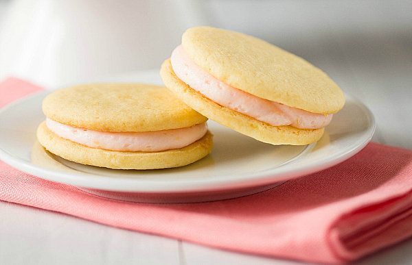 """<strong>Get the <a href=""""http://www.browneyedbaker.com/2013/01/21/pink-grapefruit-sandwich-cookies/"""" target=""""_blank"""">Pink Gra"""