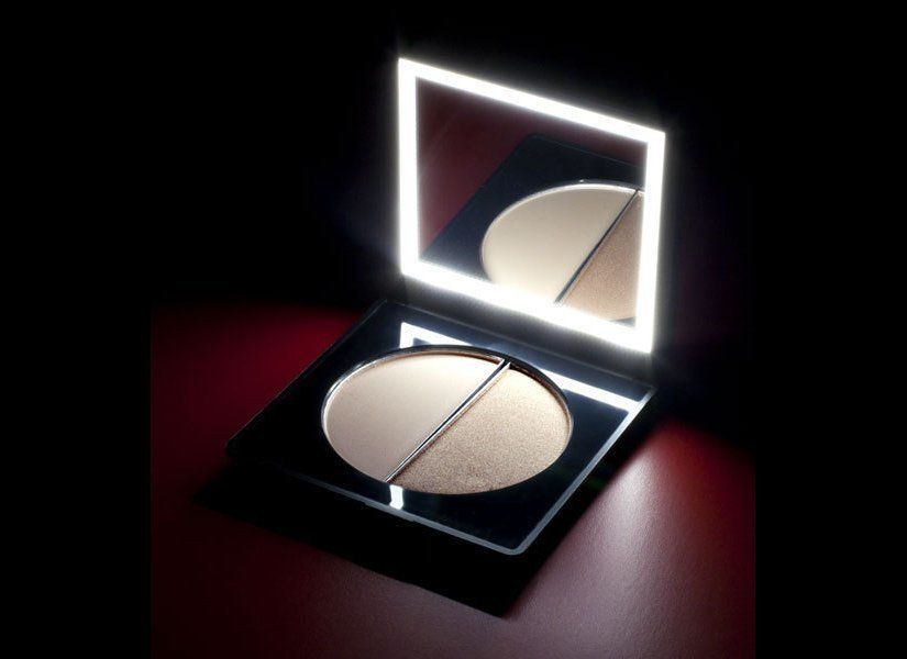 "See review <a href=""http://www.stylelist.com/2012/02/24/stila-solar-lighted-compact_n_1296648.html"" target=""_hplink"">here</a>"
